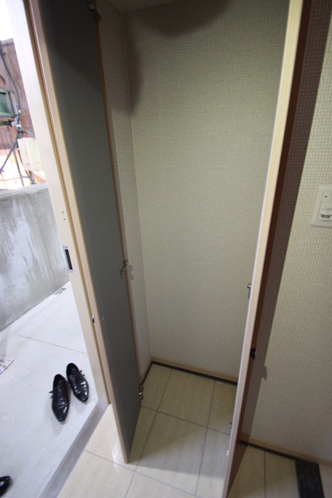 広島県広島市中区小網町 玄関収納※他号室の写真です。