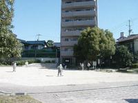 建物前公園