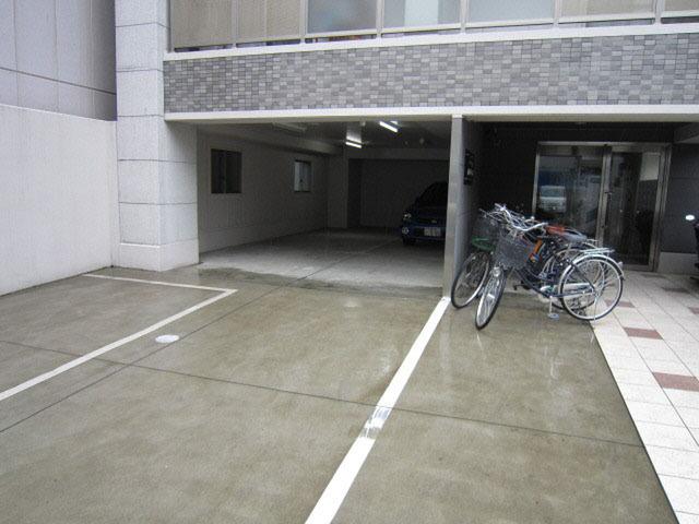 エールマンスリー広島駅弐番館 1K 駐輪場