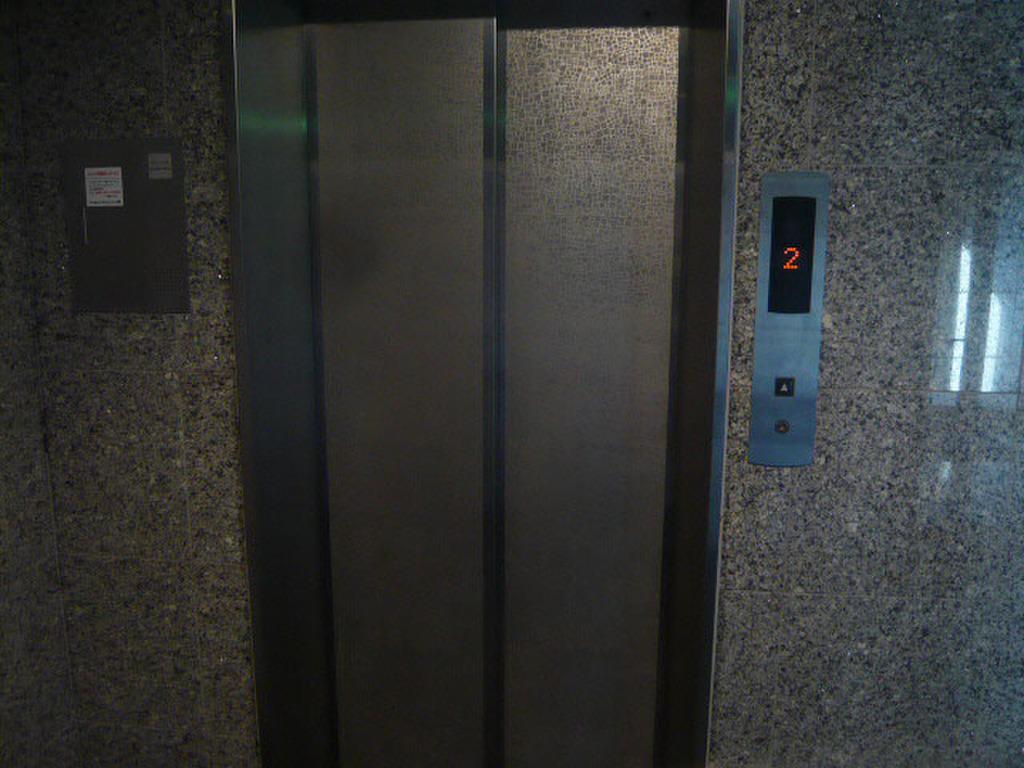 広島県広島市安佐南区中筋1丁目 エレベーター